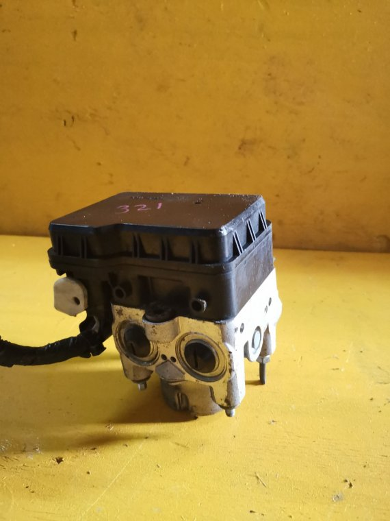 Блок abs Toyota Rav4 ACA31 2AZ-FE (б/у)