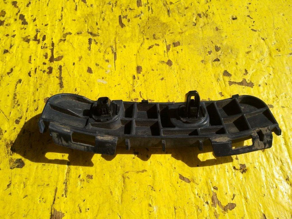 Крепеж бампера Toyota Wish ZGE20 2ZR-FAE задний левый (б/у)