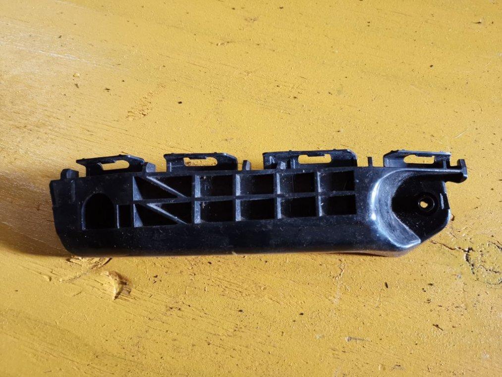 Крепеж бампера Toyota Vitz NSP135 1NRFE передний правый (б/у)