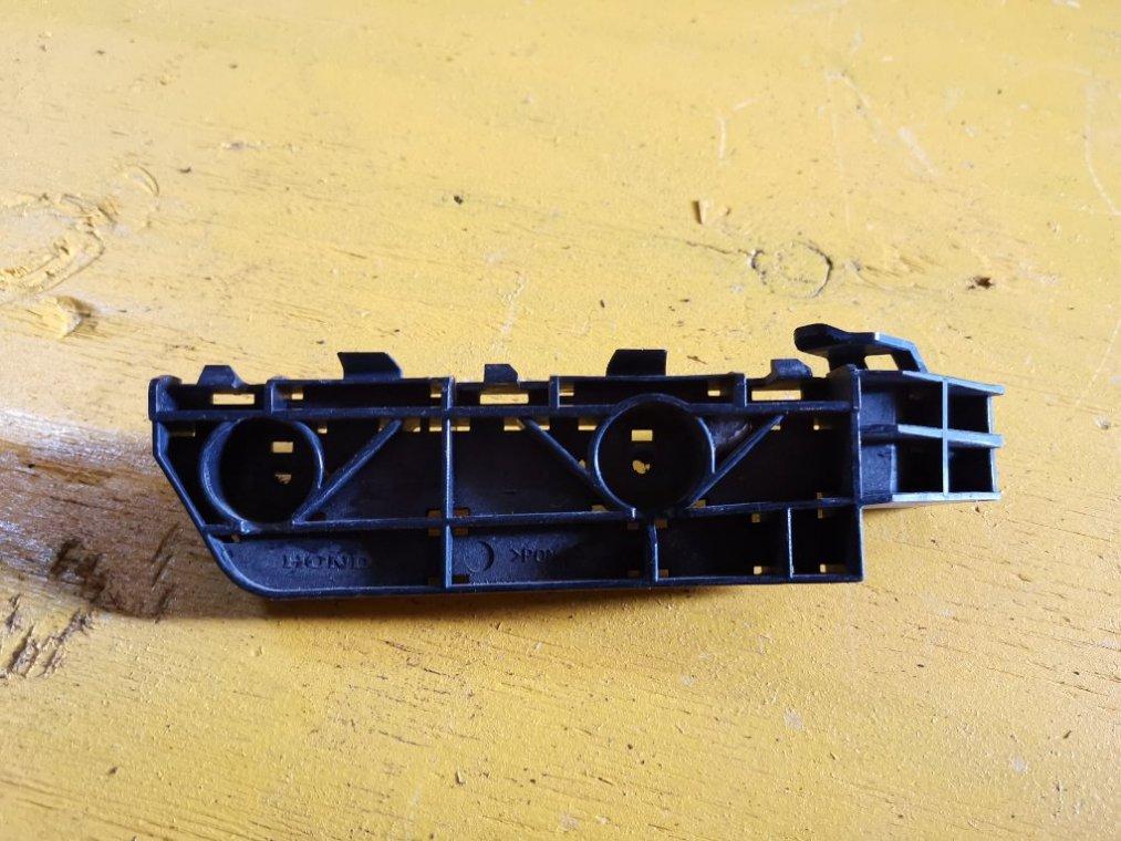 Крепеж бампера Honda Cr-V RE4 K24A передний левый (б/у)