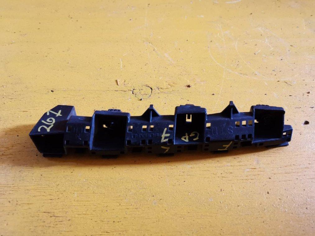 Крепеж бампера Subaru Impreza GP7 FB20 передний левый (б/у)