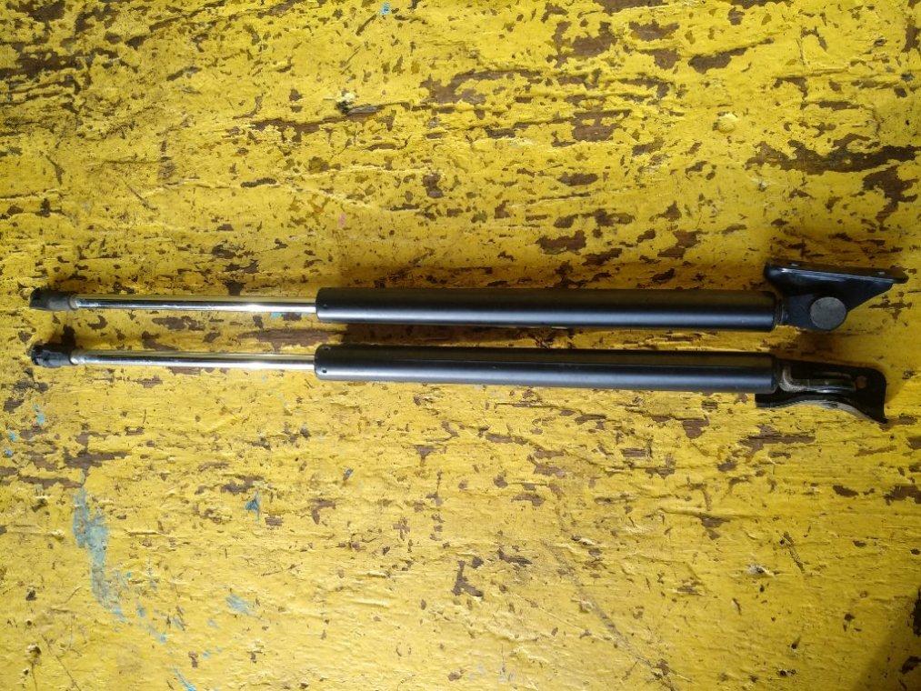 Амортизатор багажника Mitsubishi Rvr GA3W 4B10 (б/у)