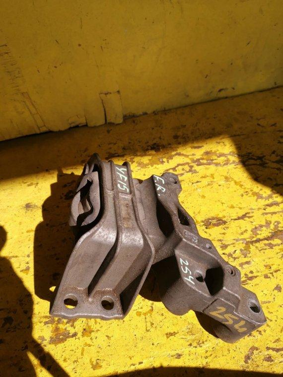 Подушка двигателя Nissan Juke YF15 HR15 передняя правая (б/у)