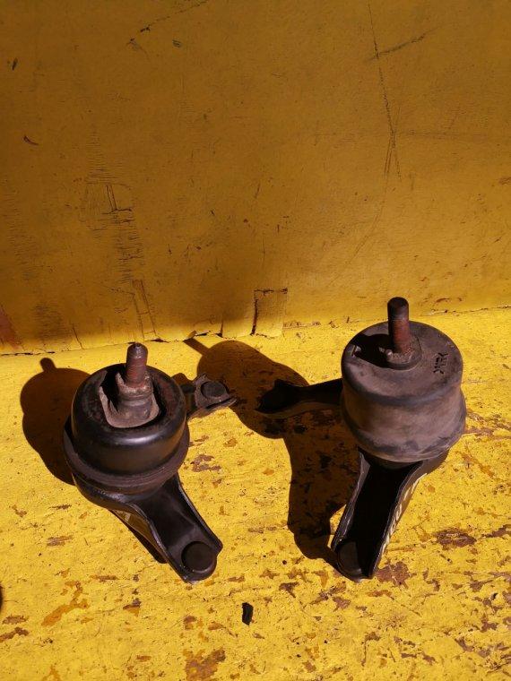 Подушка двигателя Toyota Kluger MCU25 1MZFE передняя (б/у)