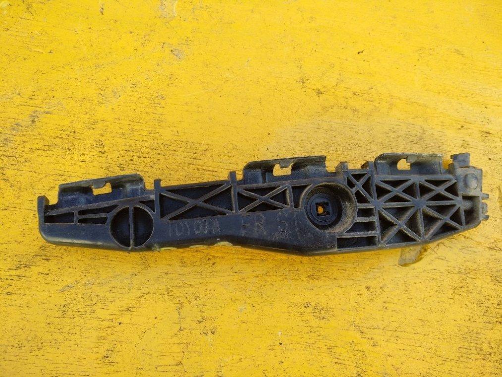 Крепеж бампера Toyota Rav4 ACA31 2AZFE передний правый (б/у)