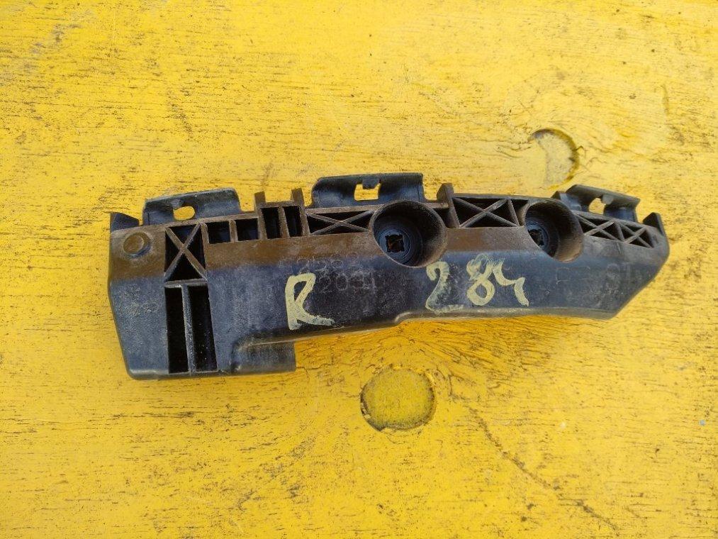 Крепеж бампера Toyota Rav4 ACA31 2AZFE задний правый (б/у)