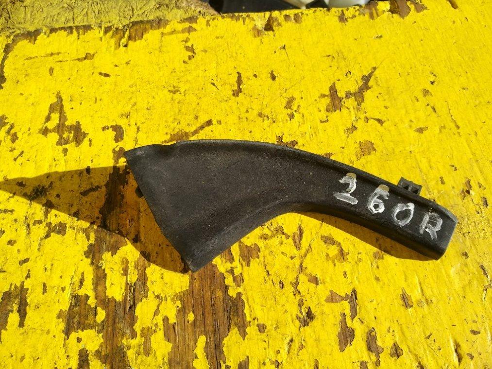 Уголок жабо Toyota Vanguard ACA33 2AZFE правый (б/у)