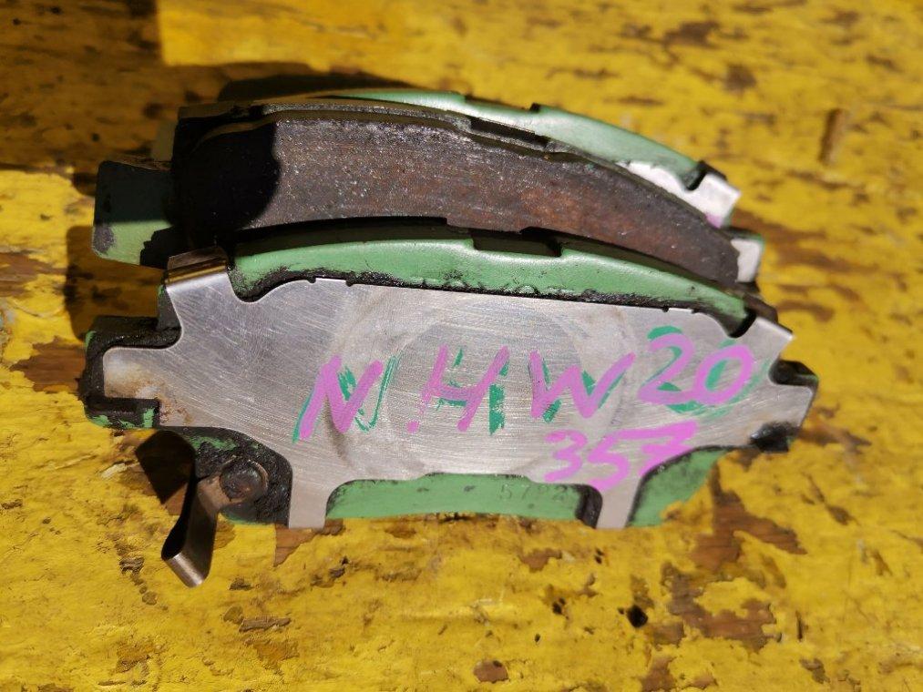 Тормозные колодки Toyota Prius NHW20 1NZ-FXE переднее (б/у)