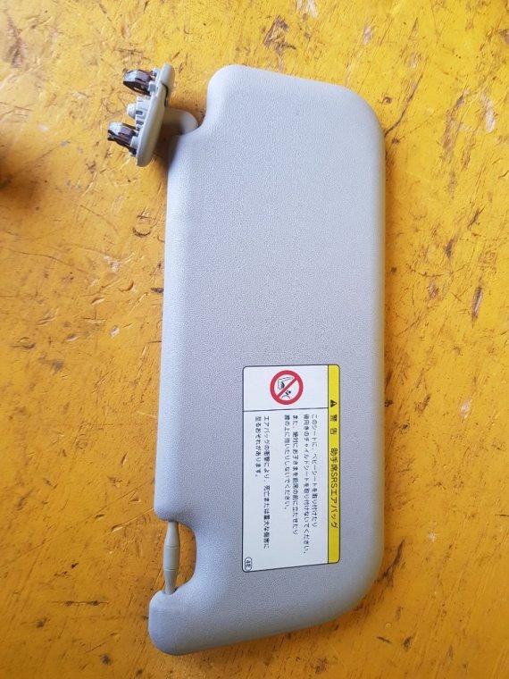 Козырек солнцезащитный Toyota Ractis NCP125 1NZ-FE левый (б/у)