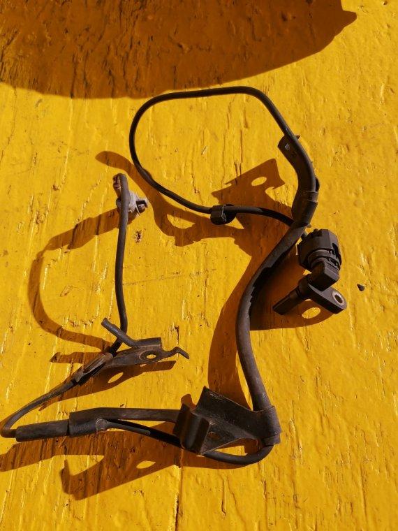 Датчик abs Toyota Hilux Surf RZN215 3RZ-FE передний правый (б/у)