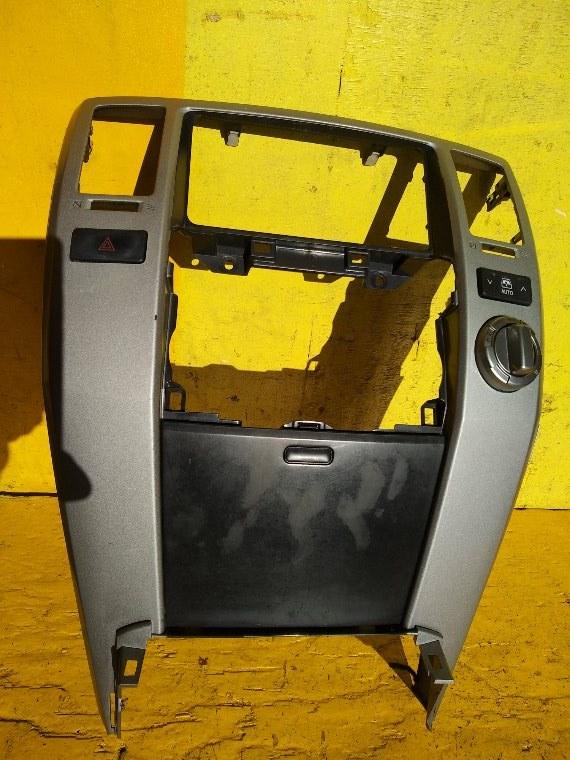 Консоль магнитофона Toyota Hilux Surf RZN215 3RZ-FE (б/у)