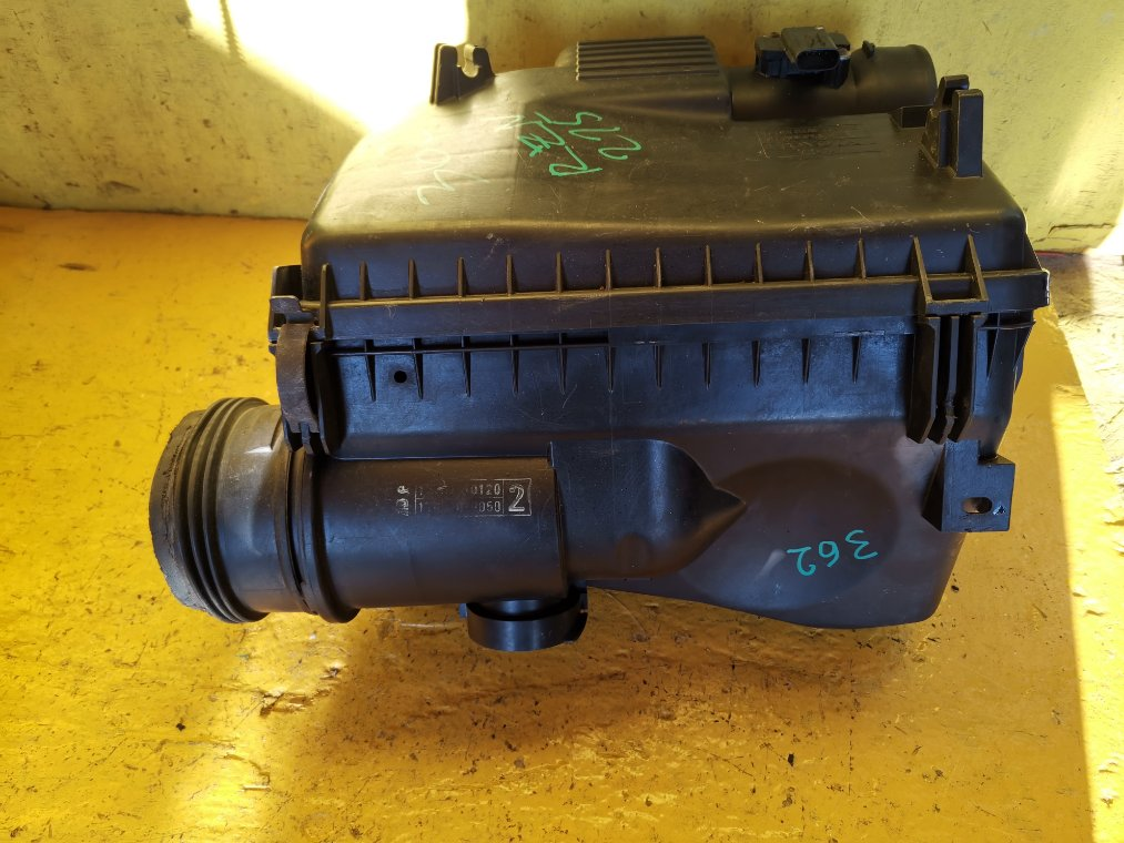 Корпус воздушного фильтра Toyota Hilux Surf RZN215 3RZ-FE (б/у)