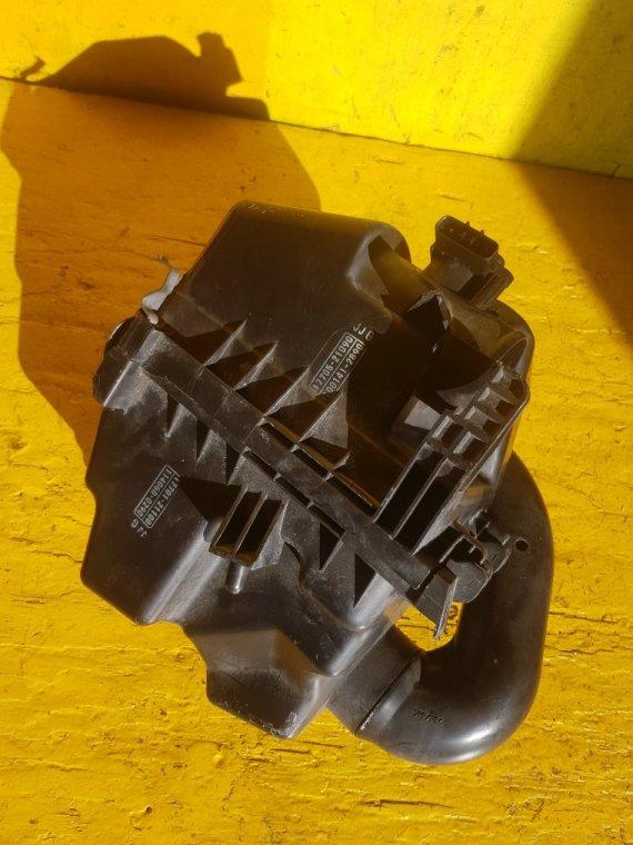 Корпус воздушного фильтра Toyota Ist NCP115 1NZ-FE (б/у)