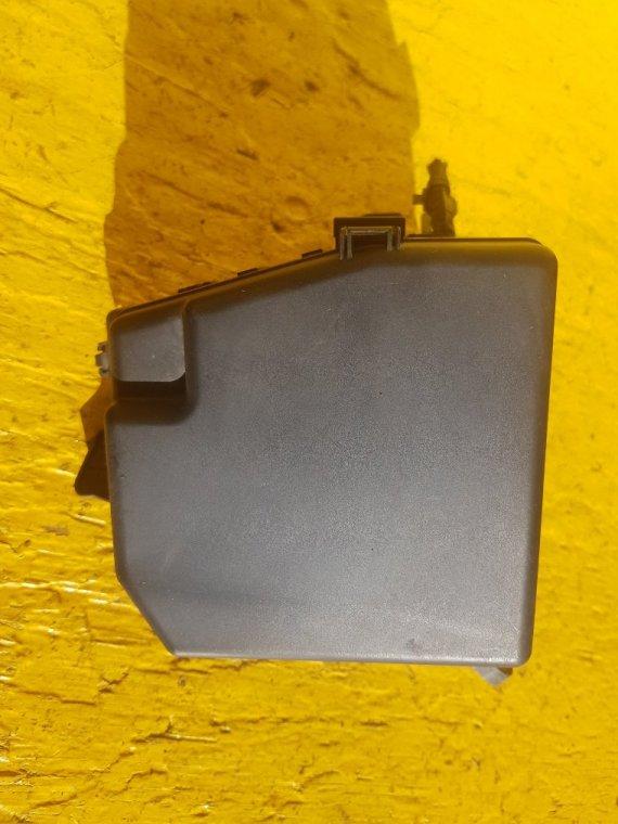 Блок предохранителей Toyota Ist NCP115 1NZ-FE (б/у)