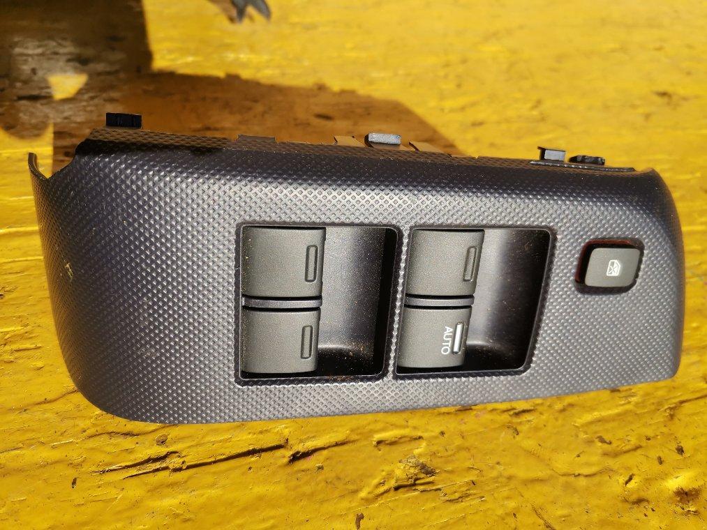 Кнопка стеклоподъемника Honda Insight ZE2 LDA передняя правая (б/у)