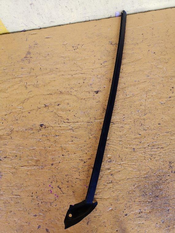 Молдинг лобового стекла Toyota Kluger MCU25 1MZFE передний левый (б/у)