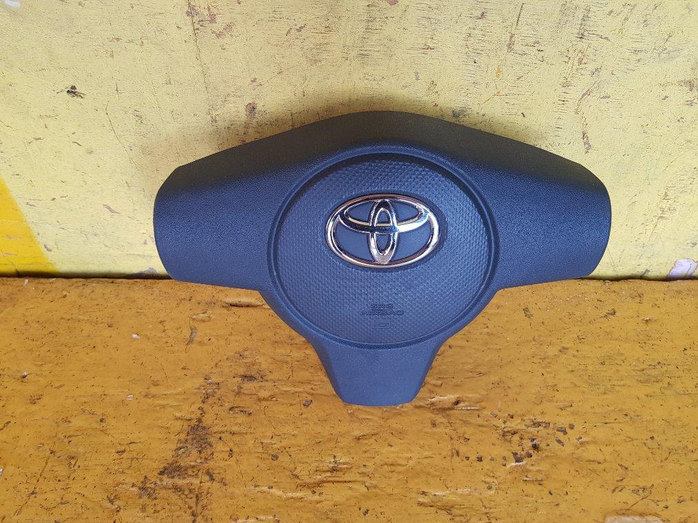 Airbag водительский Toyota Ist NCP115 1NZ-FE (б/у)