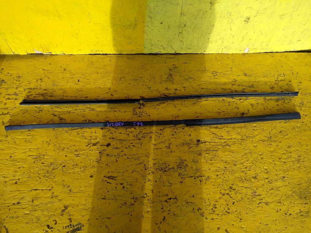 Молдинг лобового стекла Toyota Hilux Surf RZN215 3RZ-FE (б/у)