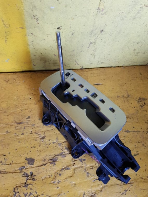 Селектор акпп Toyota Hilux Surf RZN215 3RZ-FE (б/у)
