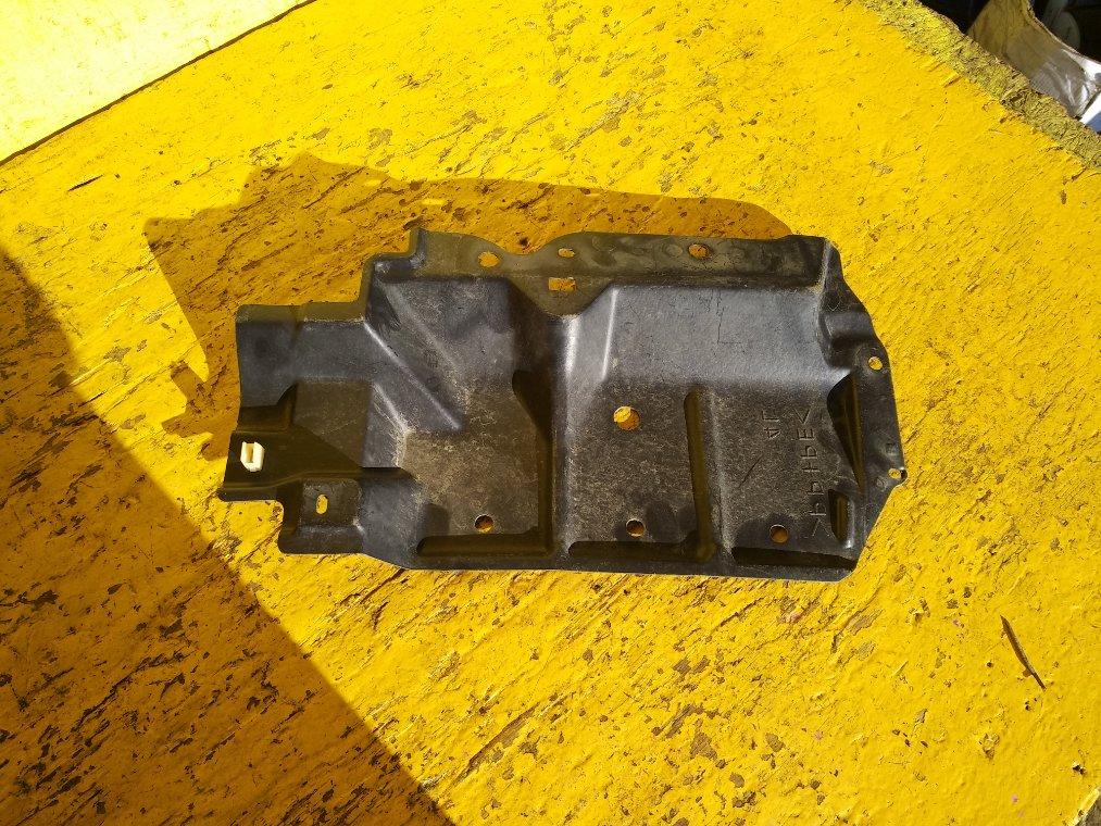Защита двигателя Toyota Premio ZRT260 2ZR-FE левая (б/у)