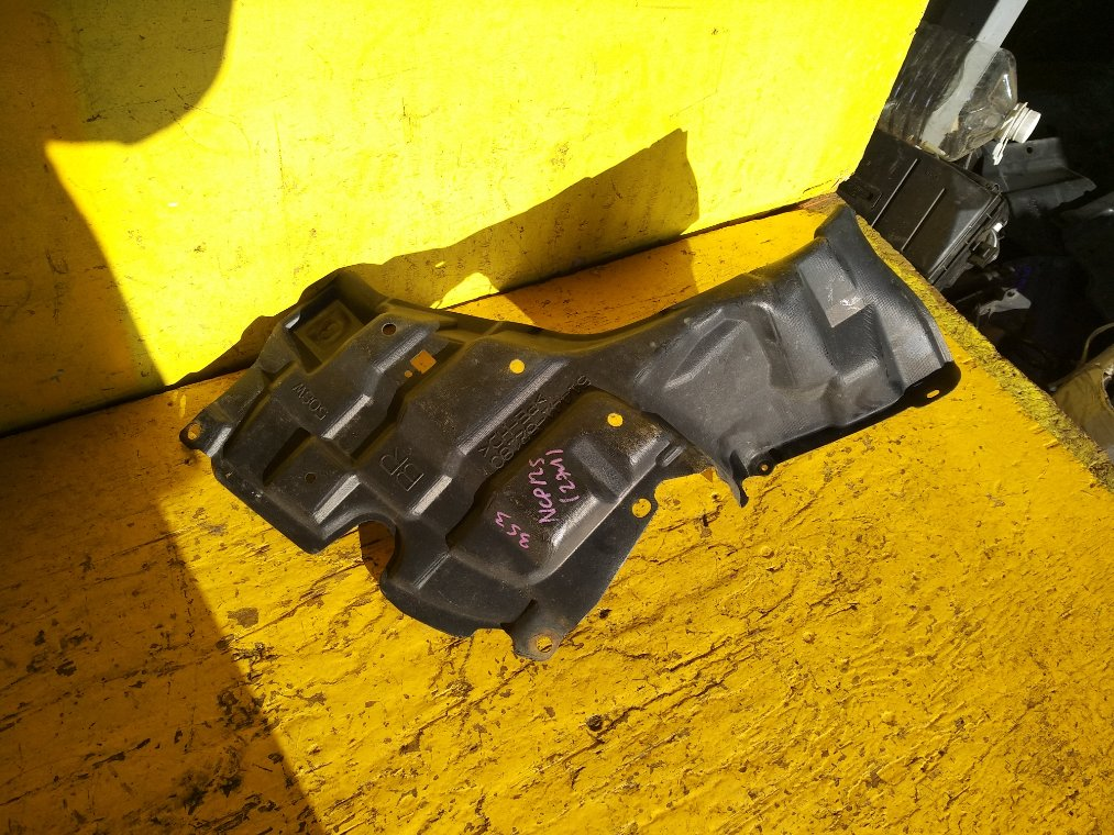 Защита двигателя Toyota Ractis NCP125 1NZ-FE правая (б/у)
