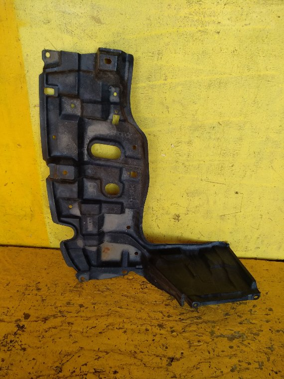 Защита двигателя Toyota Ractis NCP125 1NZ-FE левая (б/у)