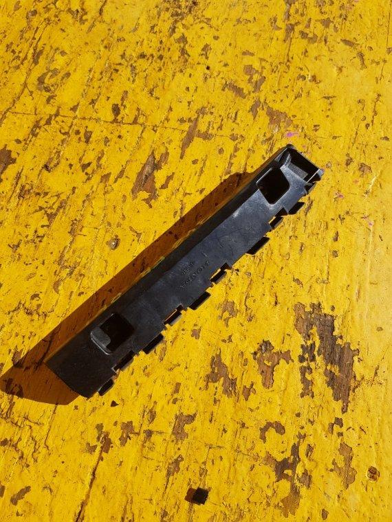 Крепеж бампера Honda Stepwgn RK1 R20A передний правый (б/у)
