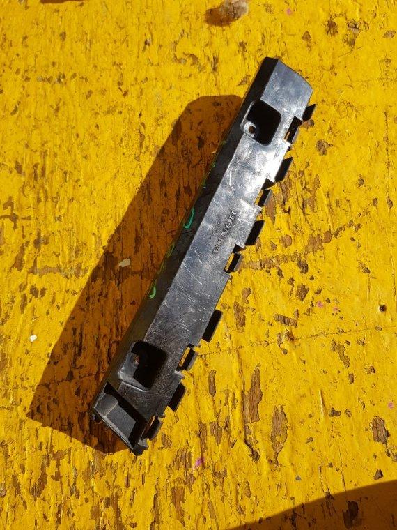 Крепеж бампера Honda Stepwgn RK1 R20A передний левый (б/у)