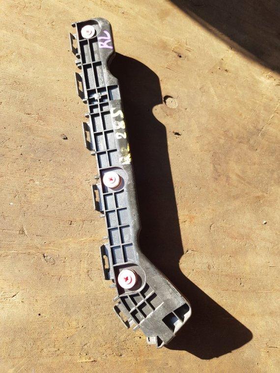 Крепеж бампера Toyota Voxy ZRR80 3ZRFAE задний левый (б/у)