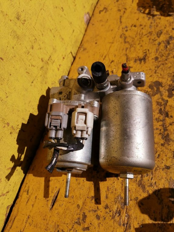 Блок abs Toyota Aqua NHP10 1NZ-FXE (б/у)