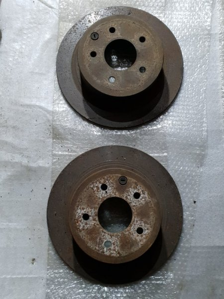Диск тормозной Nissan Juke I 1.6 Л / 117 Л.С. 2012 задний (б/у)