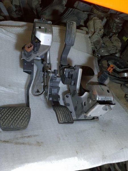 Педаль тормоза Nissan Juke I 1.6 Л / 117 Л.С. 2012 (б/у)
