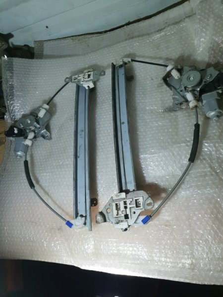 Стеклоподъемник Nissan Juke I 1.6 Л / 117 Л.С. 2012 передний (б/у)