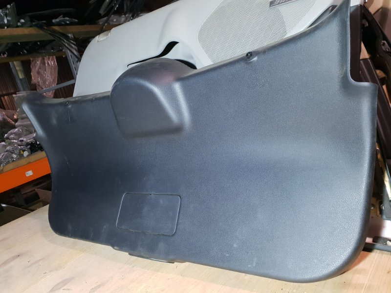 Обшивка крышки багажника Nissan Juke I 1.6 Л / 117 Л.С. 2012 задняя (б/у)
