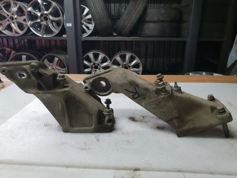 Кронштейн двигателя Land Rover Range Rover 3 Рестайлинг Supercharged L322 4.2 2005 (б/у)
