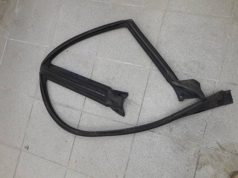 Уплотнительная резинка стекла Subaru Legacy BE5 левая (б/у)