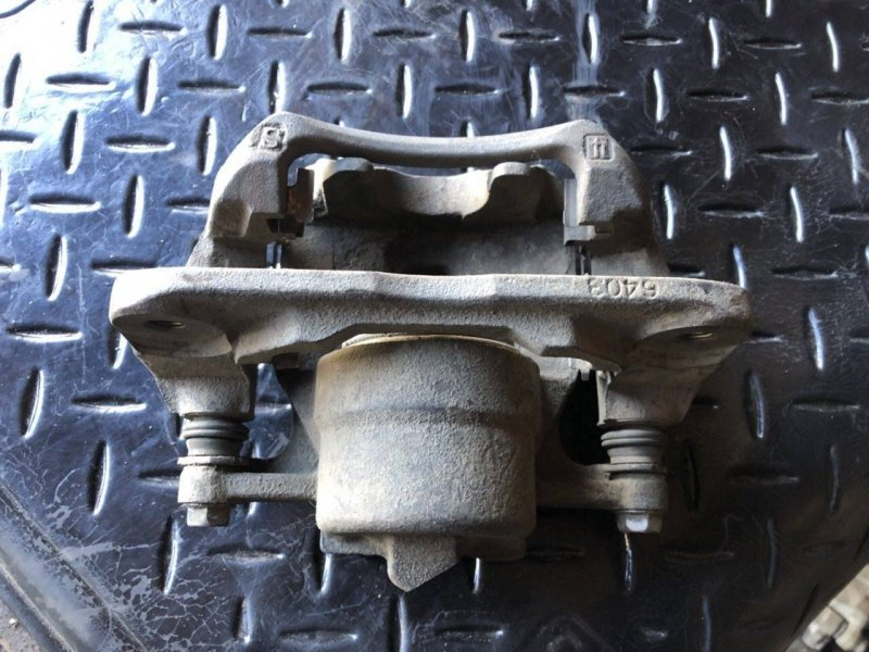 Суппорт Toyota Windom MCV21 передний правый (б/у)