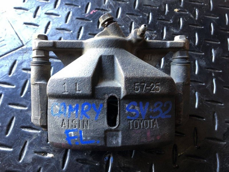 Суппорт Toyota Camry SV30 передний левый (б/у)
