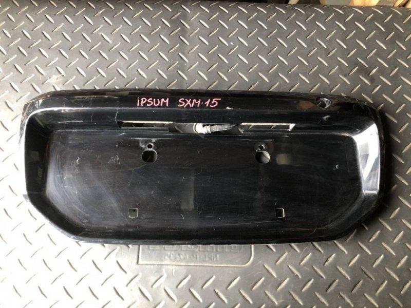 Вставка в крышку багажника Toyota Ipsum CXM10 (б/у)