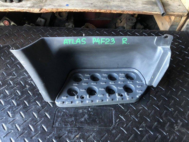 Подножка Nissan Atlas P4F23 правая (б/у)