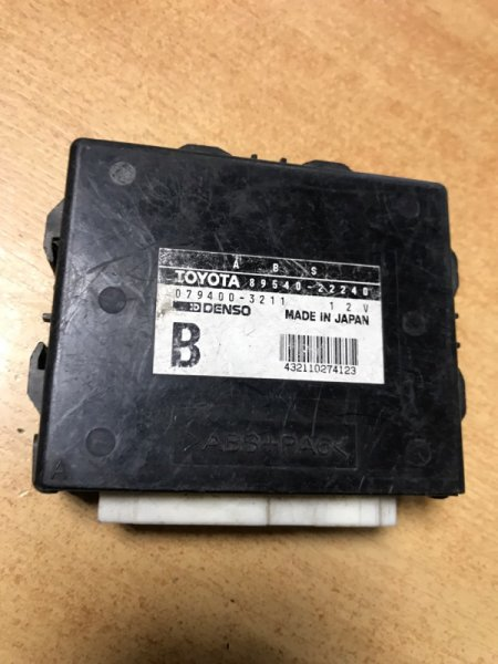Блок управления abs Toyota Chaser JZX100 (б/у)