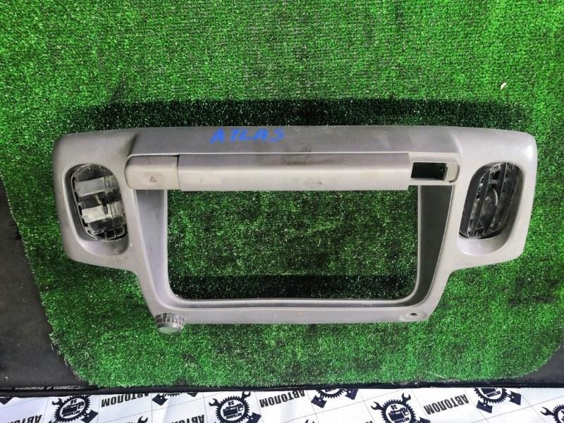 Рамка щитка приборов Nissan Atlas (б/у)
