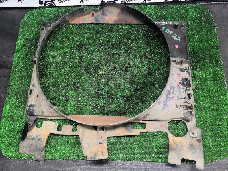 Диффузор радиатора Nissan Atlas TD27 (б/у)
