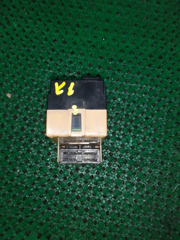 Блок управления стеклоподъемниками Mitsubishi Canter передний правый (б/у)