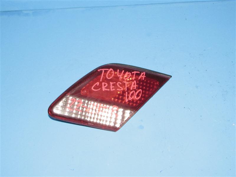 Вставка между стопов Toyota Cresta GX100 задняя правая (б/у)