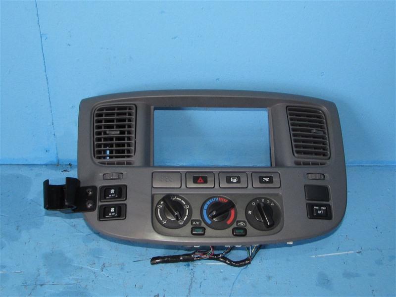 Блок климат-контроля Nissan Caravan CQGE25 KA24DE (б/у)