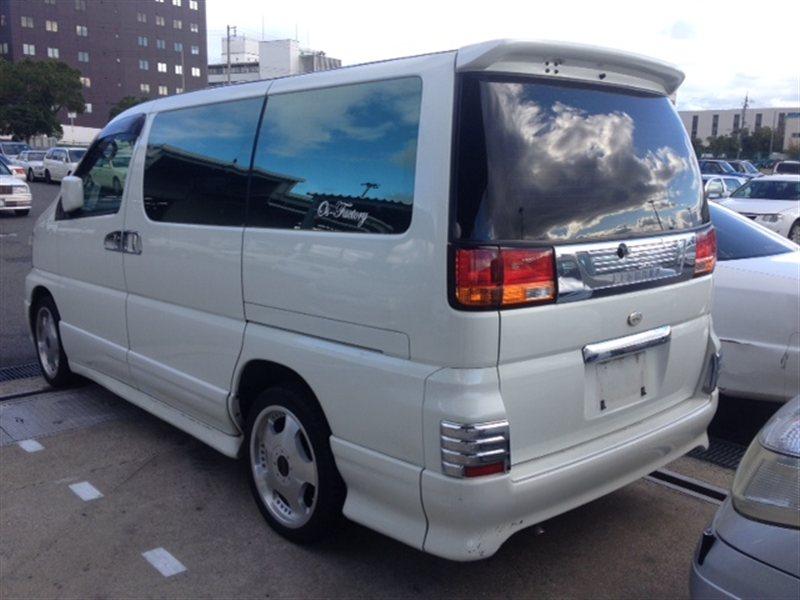 Стекло собачника Nissan Elgrand APWE50 2000 левое (б/у)