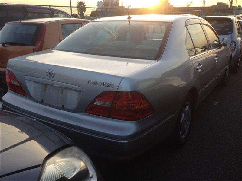 Фонарь задний Toyota Celsior UCF30 2000 правый (б/у)