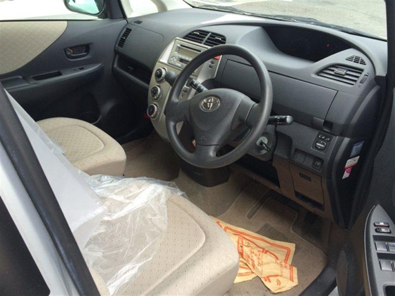 Консоль кпп Toyota Ractis SCP100 2007 (б/у)