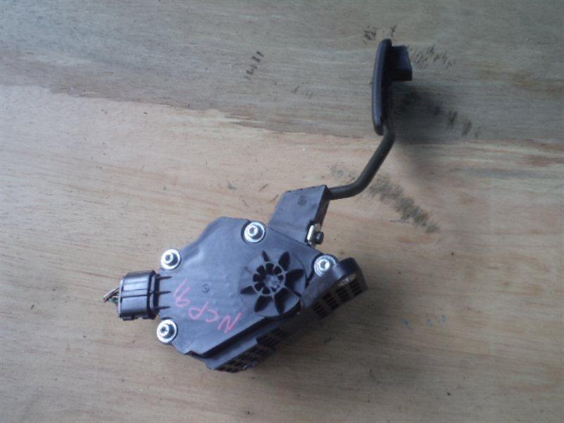 Педаль подачи топлива Toyota Vitz NCP91 (б/у)
